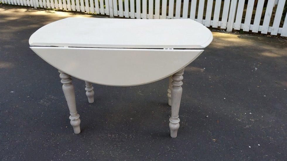 Отреставрированный советский стол стал изюминкой современного дизайна