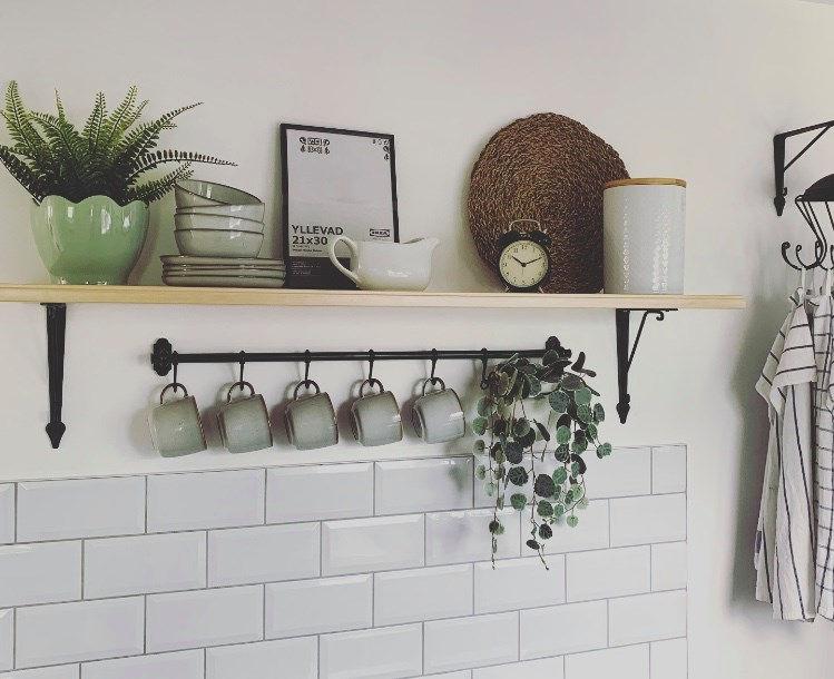 Супруги сделали недорогой ремонт в маленькой кухне в скандинавском стиле. Выглядит красиво и функционально (фото)