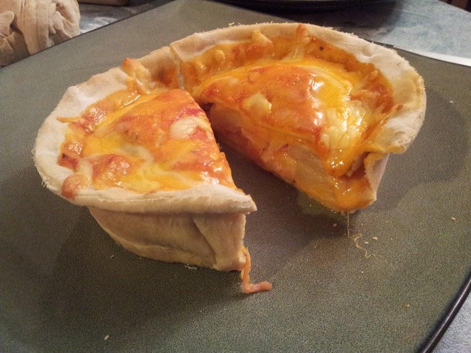 Гавайская или с грибами и луком: пристрастился готовить сочную пиццу в горшочке