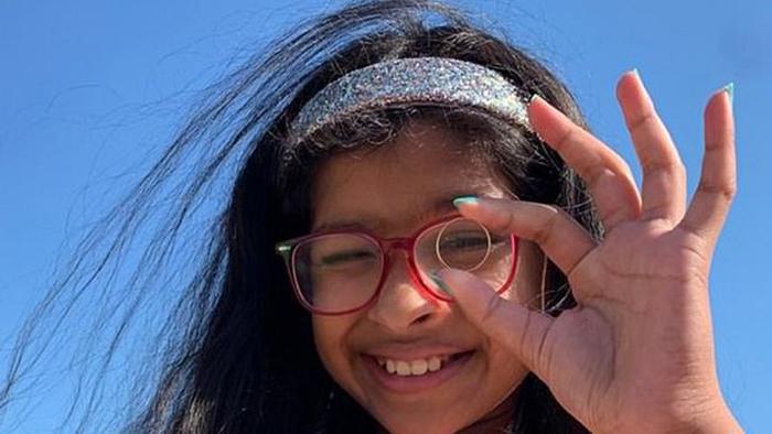 Мужчина потерял на пляже обручальное кольцо: 11-летняя девочка нашла его и поступила очень благородно