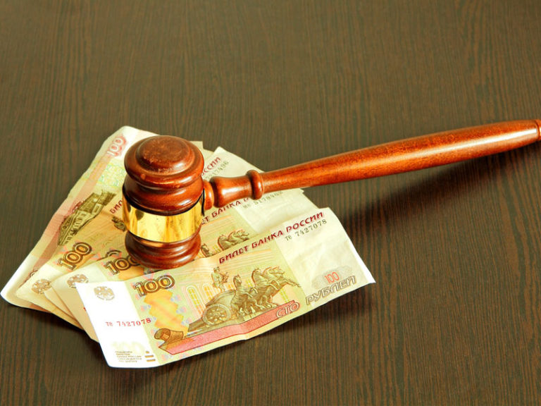 Чувствительная тема взыскания долга: Верховный суд РФ напомнил, с каких вкладов приставы не могут списывать долги граждан