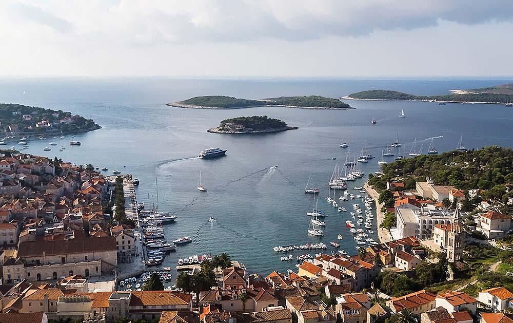 Турция на пике популярности: яхты миллиардеров и потоки туристов спешат на турецкие берега