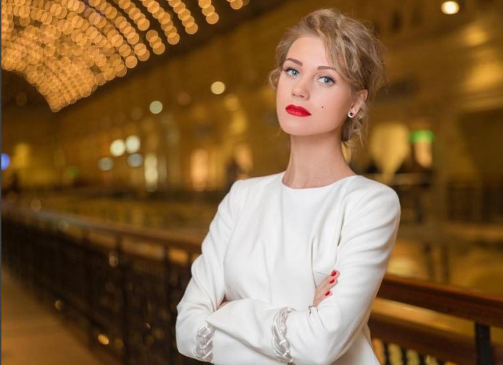"""Кристина Асмус снова в центре внимания: актриса снялась в драме """"Китобой"""", а сейчас ей приписывают роман с продюсером Алексеем Учителем"""