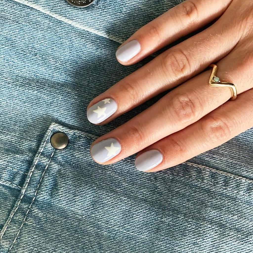 50 оттенков серого на ваших ногтях: несколько идей маникюра в модном цвете этого сезона