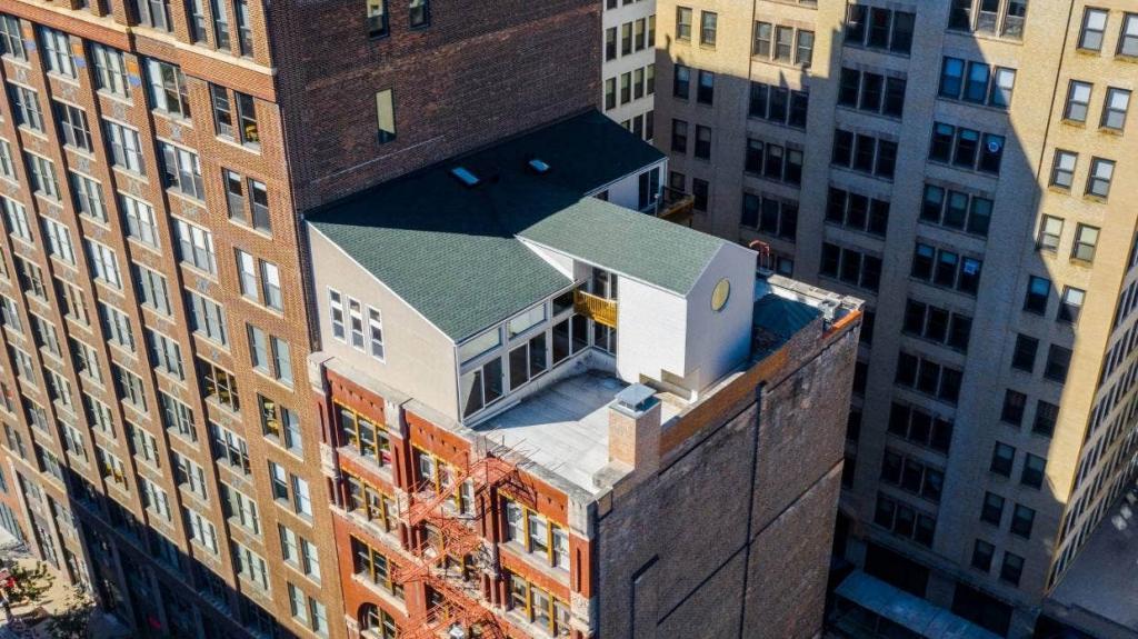 Пентхаус для экстремалов был построен в 1980-х годах на крыше старой типографии в Чикаго