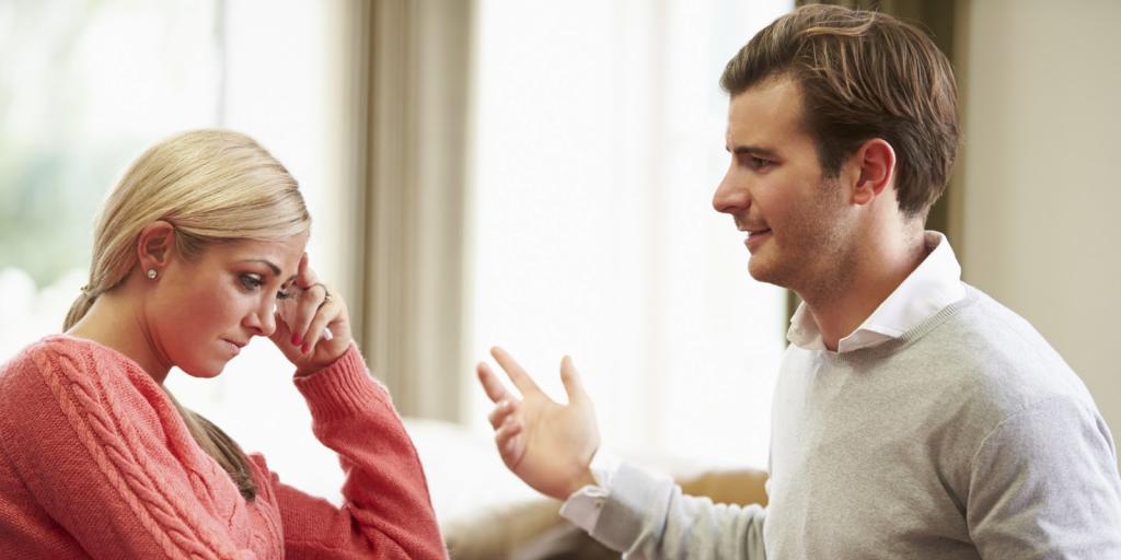 «Он не дает мне денег!»: муж женщины делал тайные выплаты своим родителям, и она обратилась за советом к специалисту