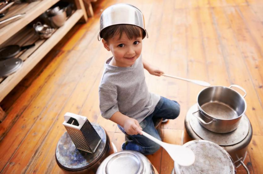 Благодарите за каждый шаг: как приучить ребенка выполнять домашние дела и почему это важно. Заметки психолога Памелы Ли
