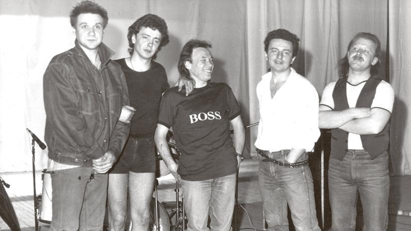 Собраться на  чай ф : 29 сентября день рождения группы  Чайф . Интересные факты о легендах русского рока