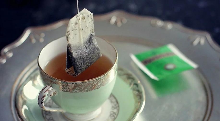 Все это время мы пили чай неправильно: почему не следует заваривать чайный пакетик кипятком