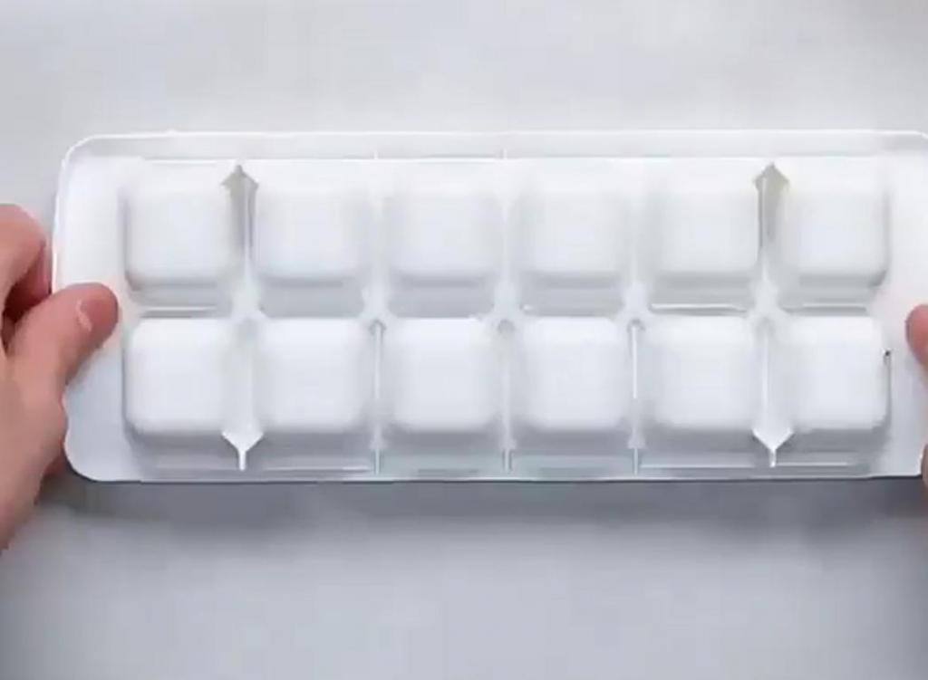 Если захотелось пирога – достаю формочки для льда: готовлю сразу два и в каждом по 3 разных начинки