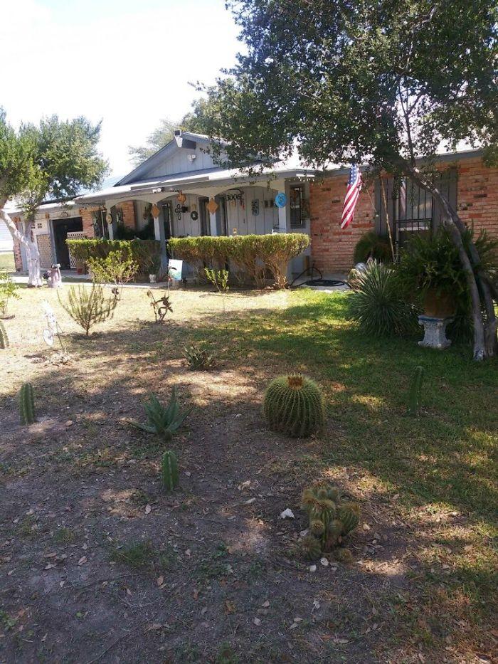 Дедушка решил украсить свой дом и двор, но анонимные соседи высмеяли его в письме