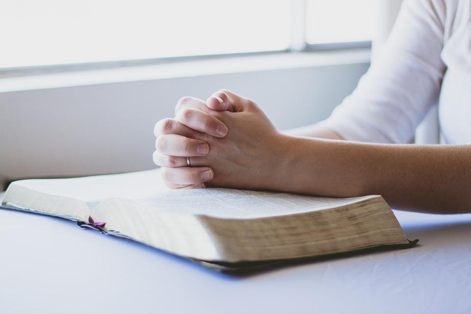 Если желаете что-то изменить в своей жизни, нужно читать сильную молитву на протяжении месяца: меня всегда спасает