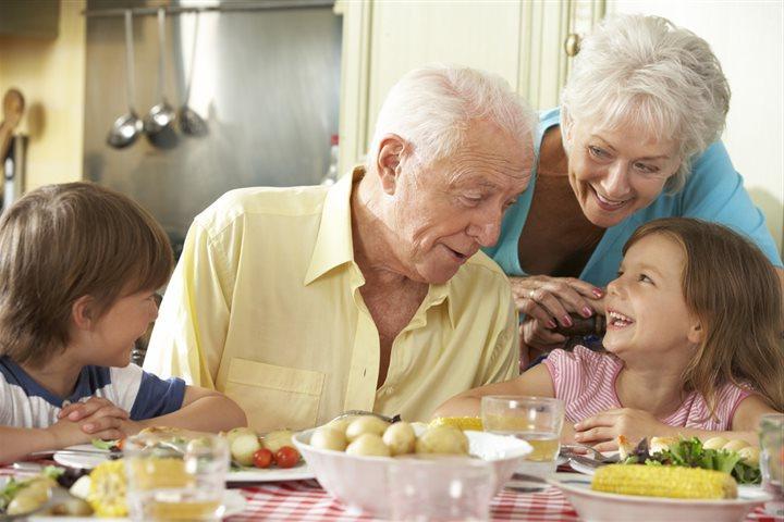Близнецы взахлеб будут рассказывать внукам о своих приключениях: как знаки зодиака ведут себя в старости