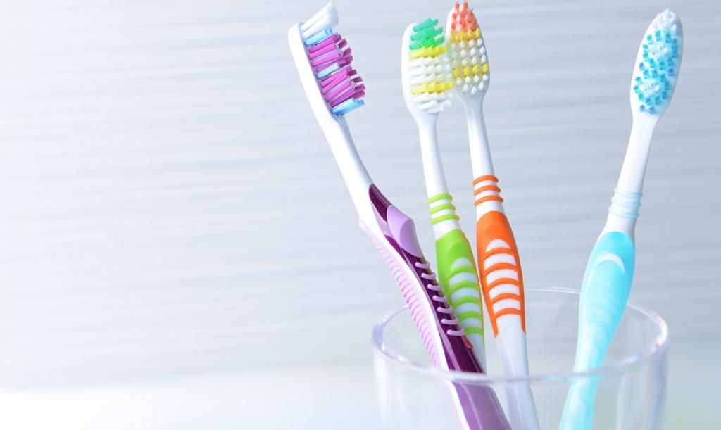 Чтобы не привлекать завистников, фиолетовую зубную щетку не покупаю: советы эзотериков