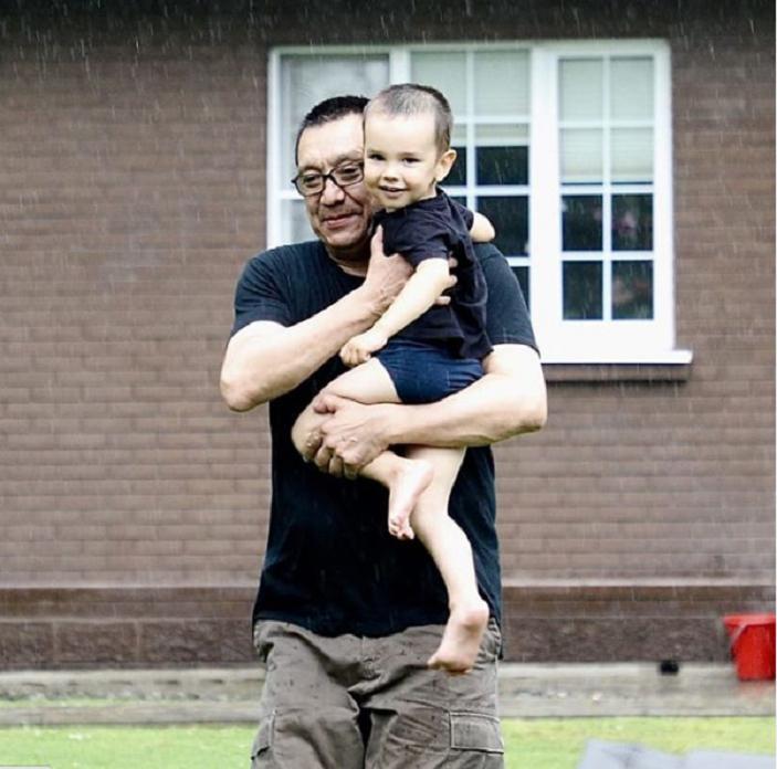 Сын красавицы Натальи Аринбасаровой пошел по стопам отца, а от матери унаследовал экзотическую внешность: фото