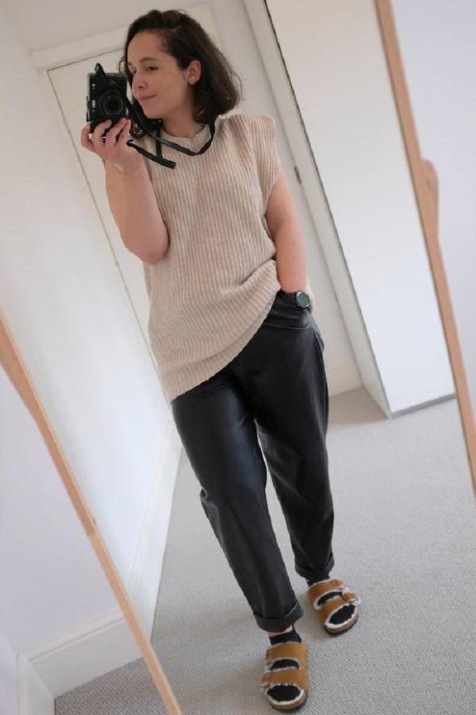 Редакторы женского сайта Who What Wear показали свои любимые наряды и доказали: можно выглядеть стильно, при этом не жертвуя комфортом