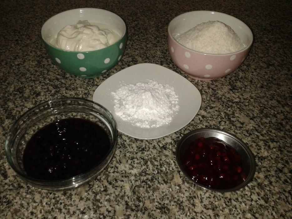 Нежность в каждой ложечке: к чаю готовлю десерт из йогурта, кокоса и варенья