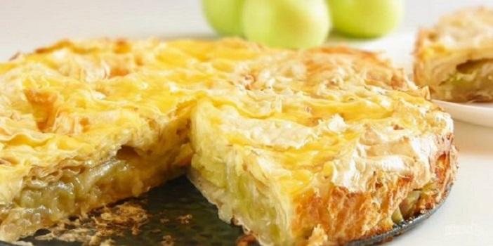Пеку вкусный яблочный пирог без яиц, с мукой и манкой: получается сочным и ароматным