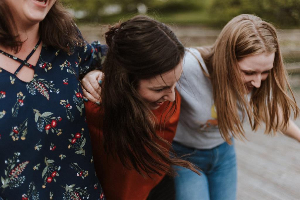 Не в деньгах счастье: ученые назвали 3 вещи, которые приносят людям больше удовлетворения