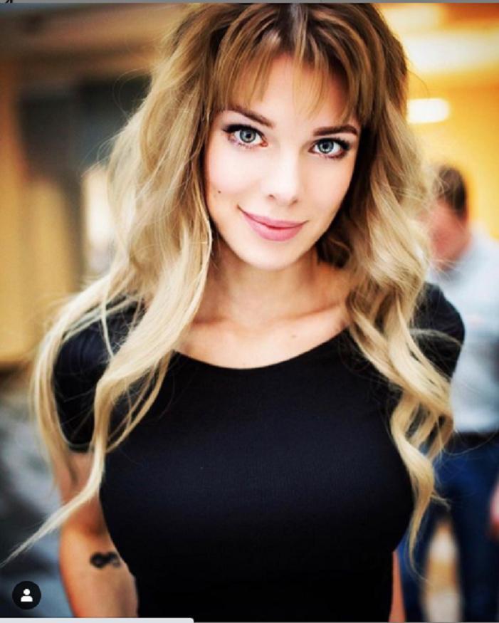 Анна Старшенбаум изменила прическу и стала еще больше похожа на Милу Йовович: сравниваем по фото