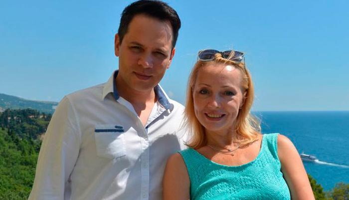 Когда конфликтует один - это клиника: экс-солист группы Корни Александр Асташенок раскрыл секрет семейной идиллии
