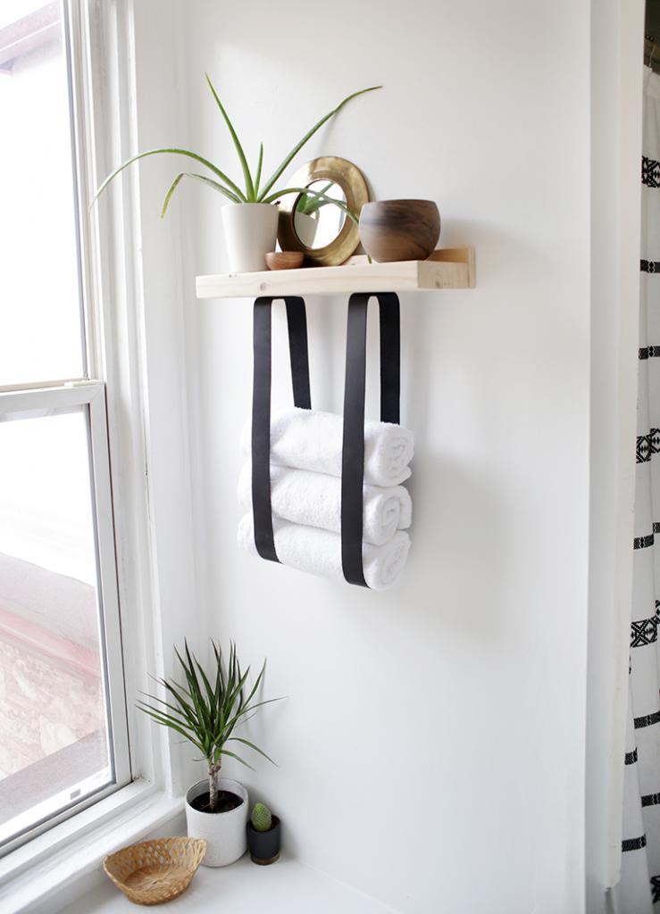 Для маленькой ванной сделала из дерева очень красивую и необычную полку с кожаными ремнями. Она занимает мало места, удобная и практически не требует затрат