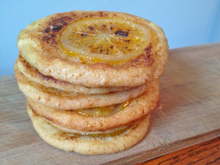 Хрустящее печенье с карамелизованным сахаром: идеальным украшением служит натуральный лимон