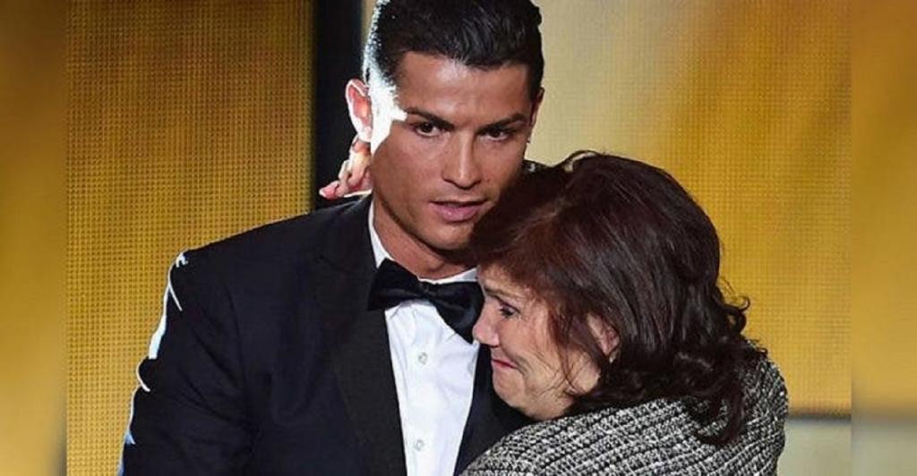 Криштиану Роналду достойно ответил на критику о том, что его мама живет с ним и он не построил для нее дом