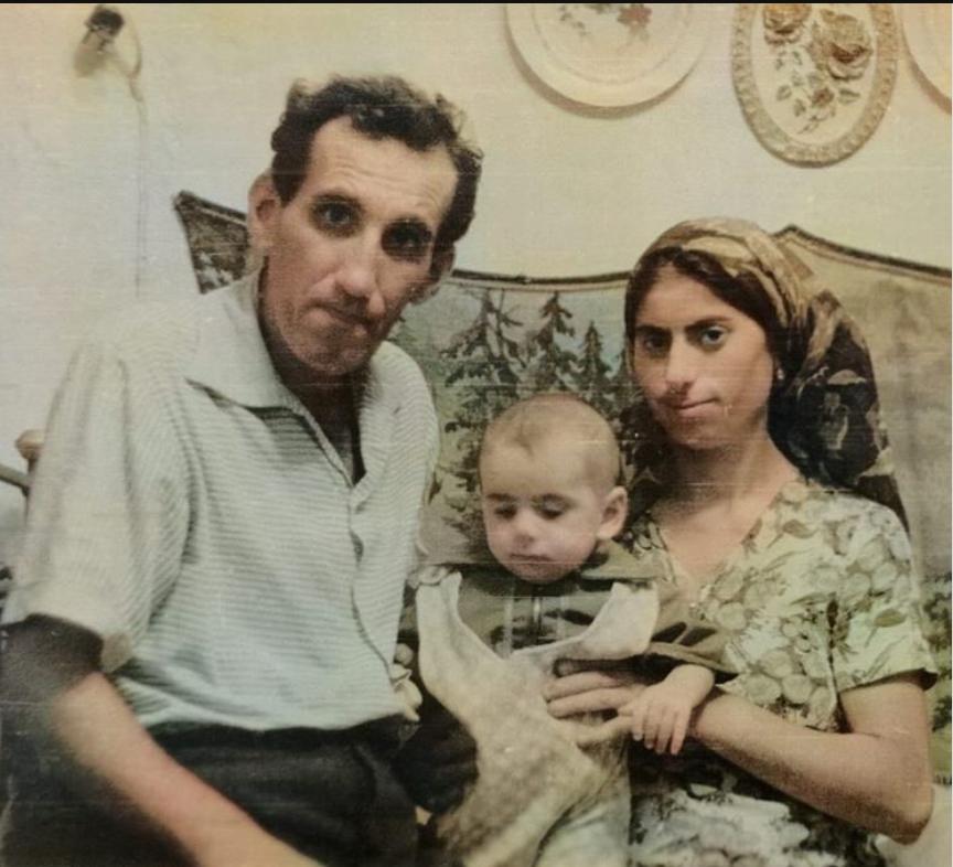 Да, у меня мамины глаза, даже песня такая есть: Иосиф Пригожин впервые показал фото своих родителей