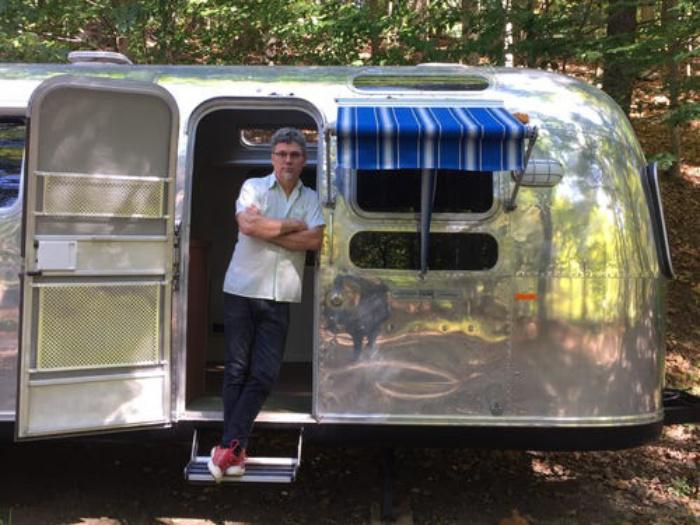 Муж и жена превращают старые фургоны в современные дома и называют их в честь знаменитых женщин: их новый шедевр  Роберта  (фото)