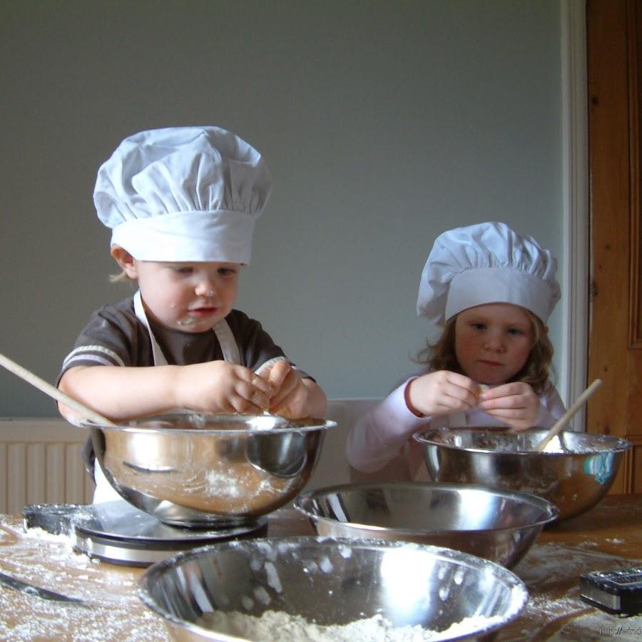 Помогая родителям готовить, ребенок развивается естественно