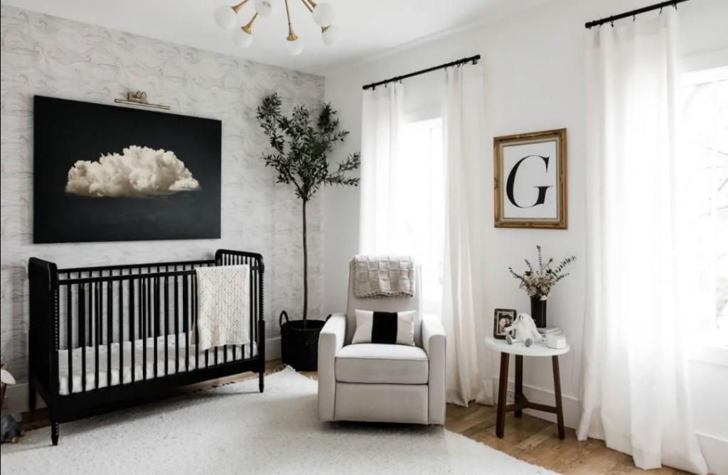 Если делать детскую черно-белой, то только так: стильный пример нескучной комнаты