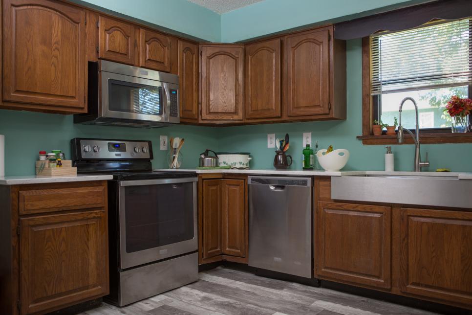 Обновила старую кухню, самостоятельно перекрасив ее. Делюсь опытом и простым способом: без шлифовки и грунтовки