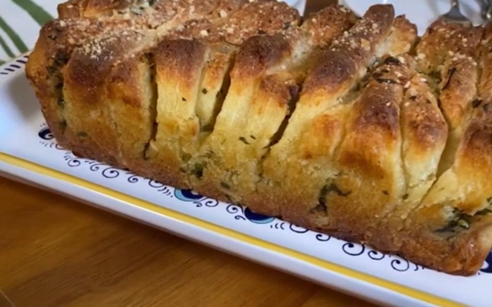 Чесночный отрывной хлеб с чесноком и пармезаном: рецепт
