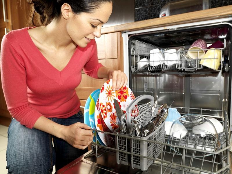 Научилась делать таблетки для посудомоечной машины из соды, лимонной кислоты и соли. Теперь моя посуда сияет, как новая