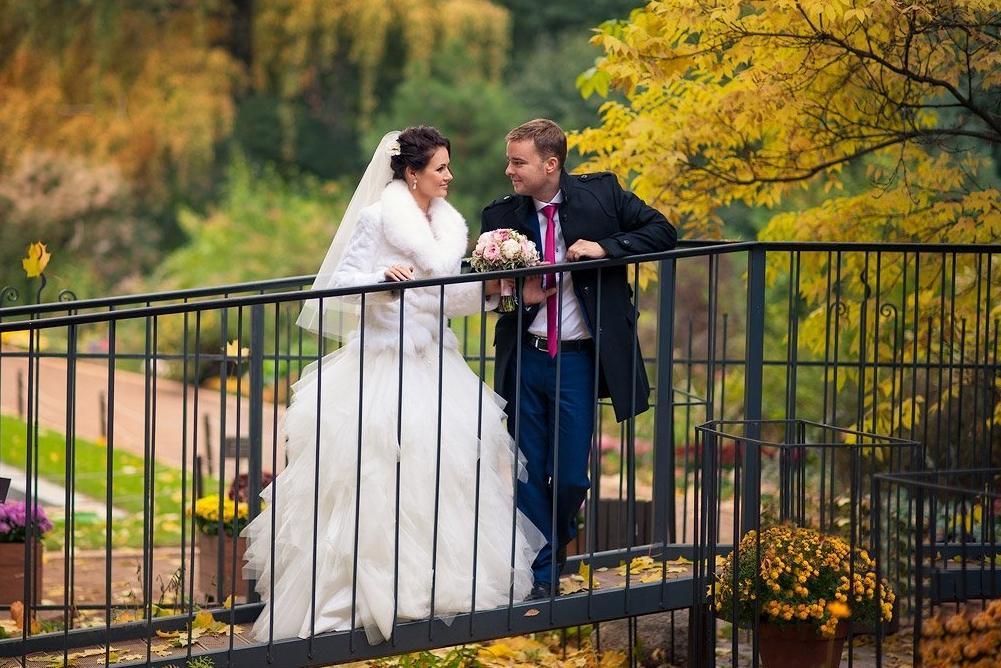 Серебряный бор и усадьба Остафьево: в Москве выбрали лучшие места для проведения осенней свадьбы