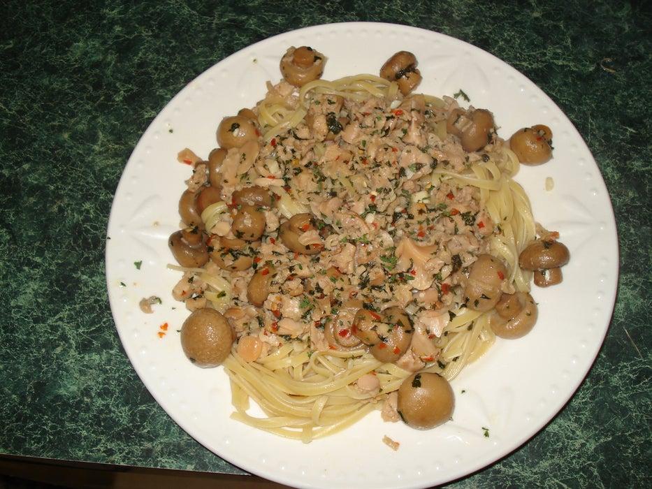 Спагетти смешиваю с грибами и морепродуктами: паста получается очень вкусной и сытной