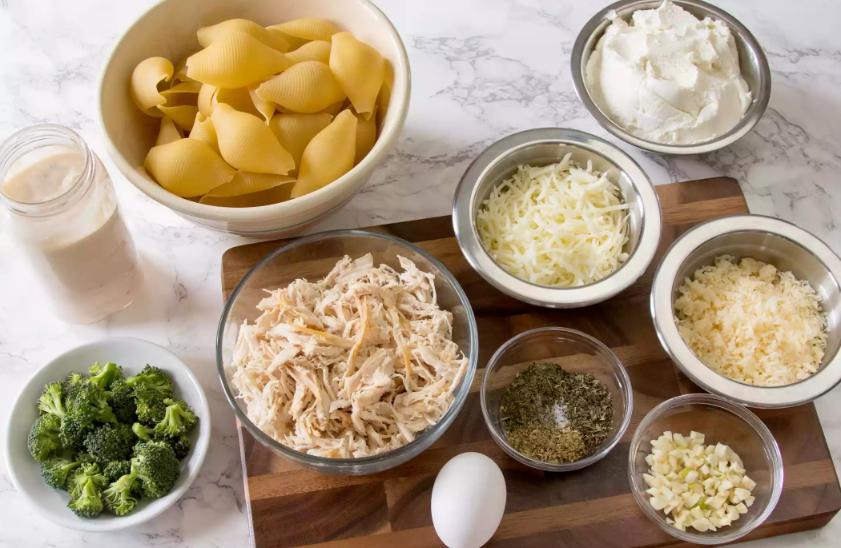 Как приготовить ракушки с курицей в сливочно-сырном соусе: рецепт