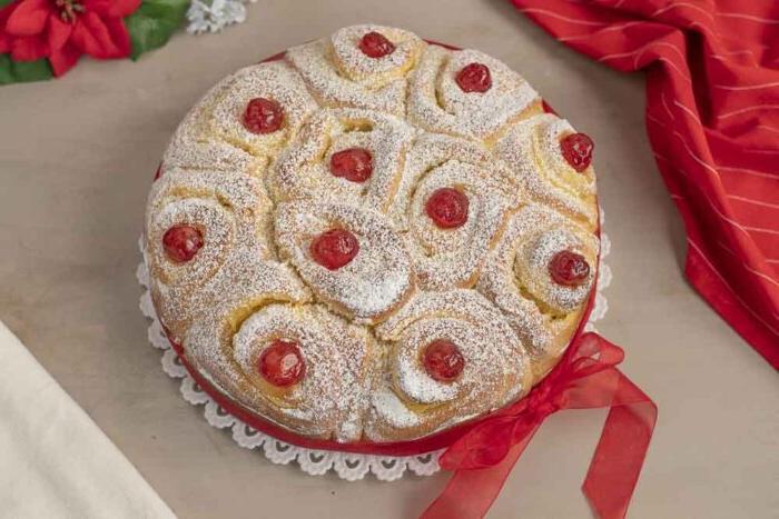 Простой пирог  Розочка  с ванильным кремом по типу  Дружной семейки : сколько бы не готовила, а всегда мало