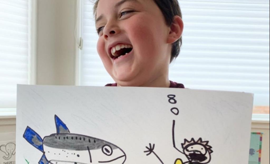 Мальчик рисует простые рисунки и продает их: так он помогает морским животным Аляски