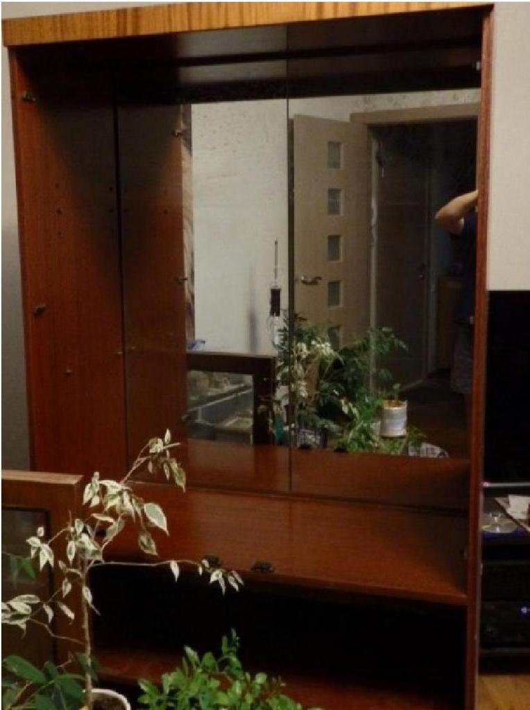 Из старого советского бабушкиного серванта муж сделал белый стильный современный шкаф с подсветкой