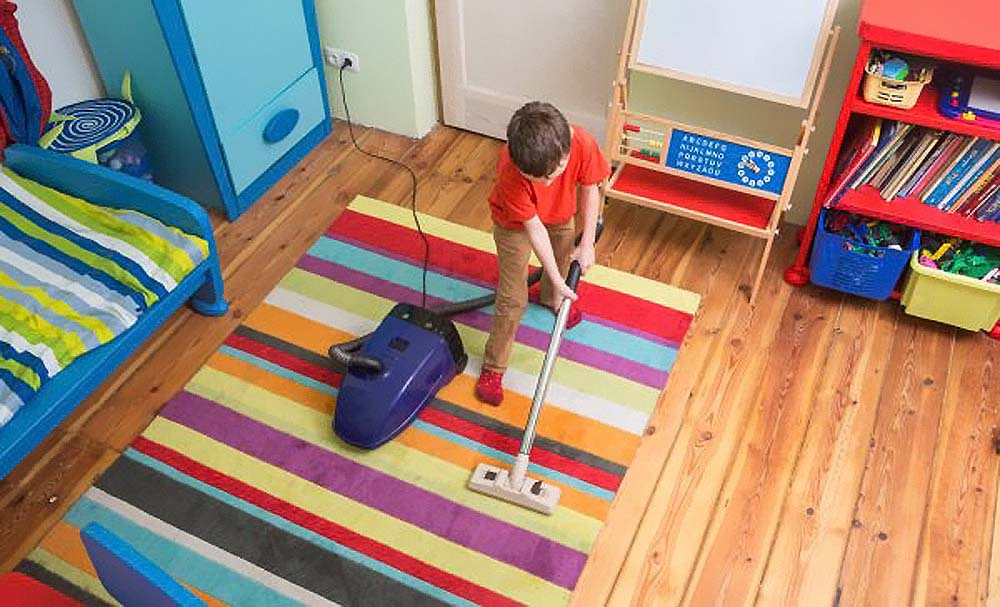 Почему важно научить ребенка получать удовольствие от уборки: этот навык потребуется на протяжении всей жизни