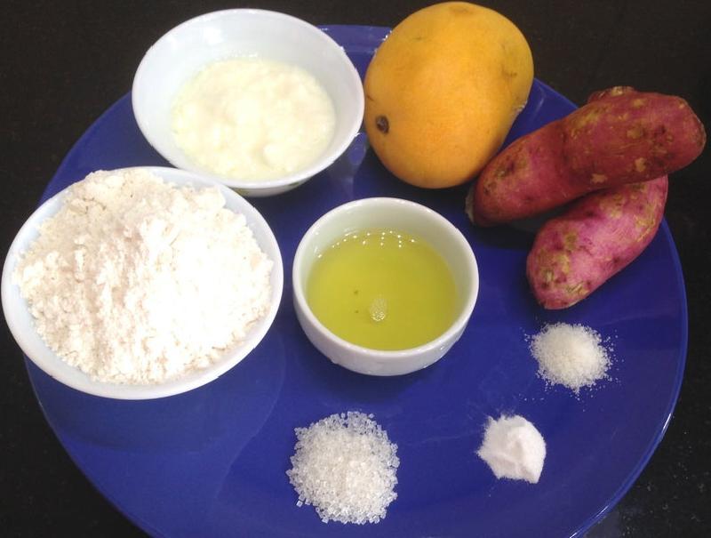 К чаю готовлю сытные булочки из сладкого картофеля и манго: вкус получается необычным, но очень приятным