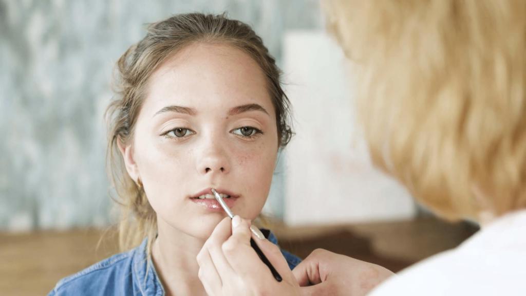 Правильный макияж для девушки-подростка: почему стоит наносить увлажняющий крем под тоналку
