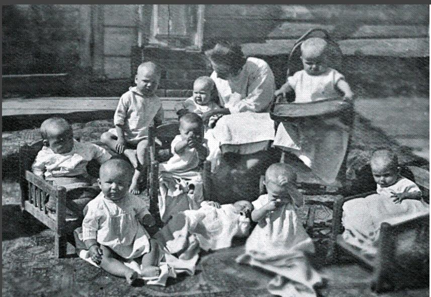 27 сентября в России День воспитателя: почему выбрали такую дату и кого брали на работу в детский сад