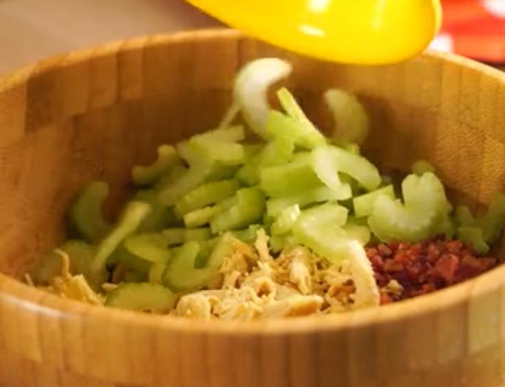 Нашла способ кормить салатом детей в школе: за 10 минут готовлю вкусные рулетики с курицей, которые не зазорно есть прямо за партой