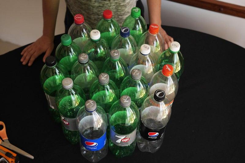Использованные пластиковые бутылки связала и сделала стул. Получилась красиво, удобно и дешево