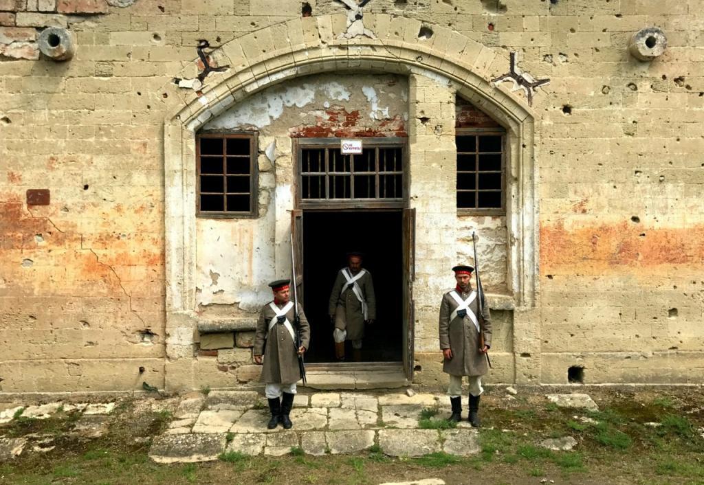 Развалины превратят в экскурсионный центр: как продвигается реставрация Керченской крепости