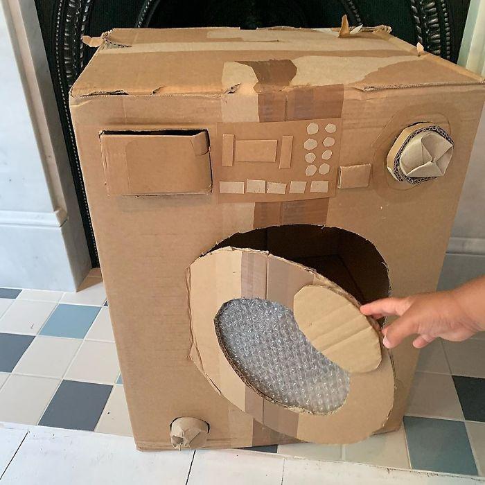 Зачем покупать дорогие игрушки, если есть картон: креативная мама обставила игровую для детей, не потратив ни копейки (фото)