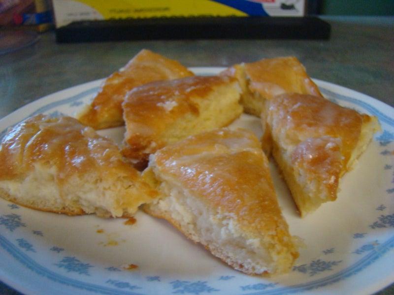 К чаю готовлю пирог со сливочным сыром и лимонной пропиткой: каждый кусочек получается сочным, нежным и очень вкусным